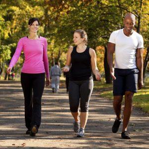 7 Beneficios de caminar solo