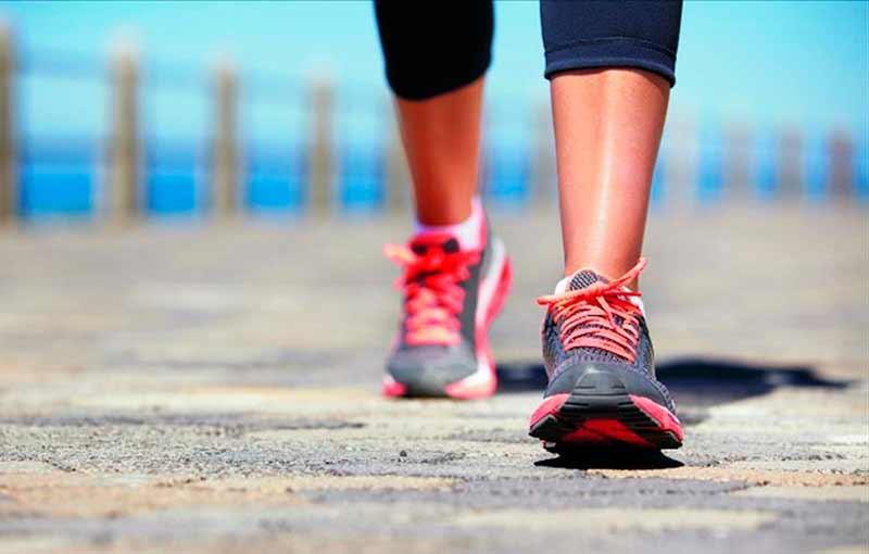 Photo of Cómo quemar más calorías caminando sin pesas