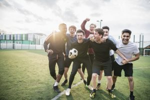 Construir la fuerza y la velocidad para el hockey sobre césped con ejercicios de entrenamiento con pesas