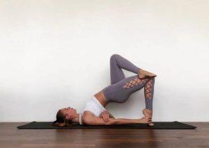 Echa un vistazo a nuestra biblioteca de posturas de yoga avanzadas