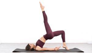 Fortalece tu corazón con las manos y las rodillas. Equilibra la postura del yoga.