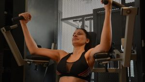 Las mujeres pueden añadir el entrenamiento de fuerza al cardiovascular para acelerar la pérdida de peso