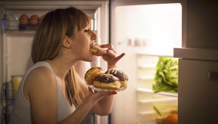 Photo of 5 consejos para dejar de comer compulsivamente por la noche