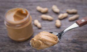 Añadir mantequilla de cacahuete en polvo a su dieta puede ser una alternativa saludable