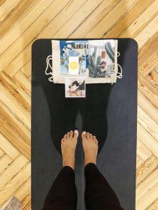 Cómo dejar de resbalar y deslizarse durante el yoga