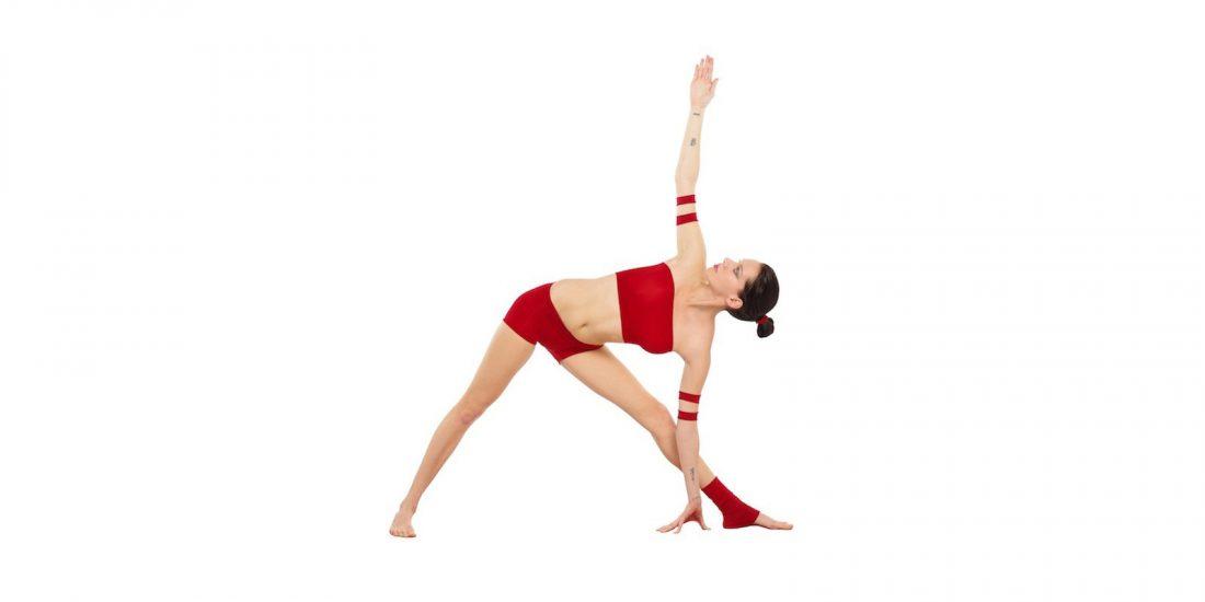 Photo of Cómo hacer el triángulo giratorio (Parivrtta Trikonasana) en el yoga