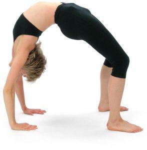 Cómo hacer la postura de la rueda (Urdhva Dhanurasana) con seguridad