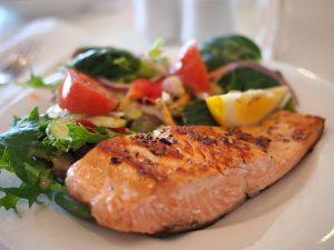 Cómo la comida que comes puede hacer o deshacer tu entrenamiento