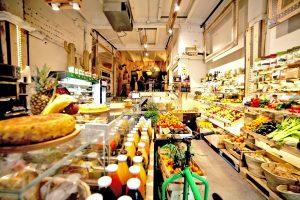 Comprar alimentos saludables en la tienda de comestibles