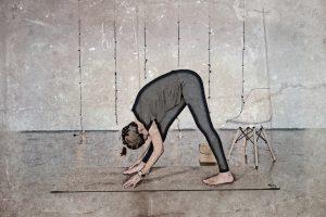 Consigue un estiramiento profundo de los tendones de la corva con la posición de la pirámide