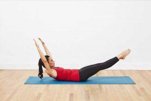 Desafía a tu núcleo con Pilates Tira de la Pierna al Frente