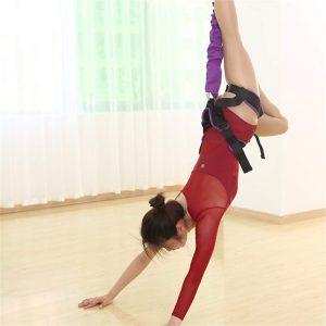 El yoga antigravedad podría ayudar a la gente sin estresar demasiado sus articulaciones