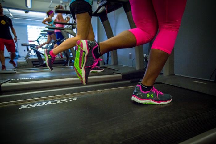 Photo of Por qué no se recomiendan los zapatos con pesas para las personas que caminan por el gimnasio