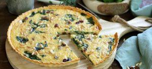 Prepara un quiche de espinacas y quinoa para el desayuno en minutos.