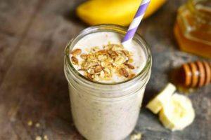 Receta de batido de mantequilla de cacahuete y plátano de semillas de Chia con bajo contenido en grasas.
